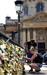 Love locks on the Pont des arts, Paris
