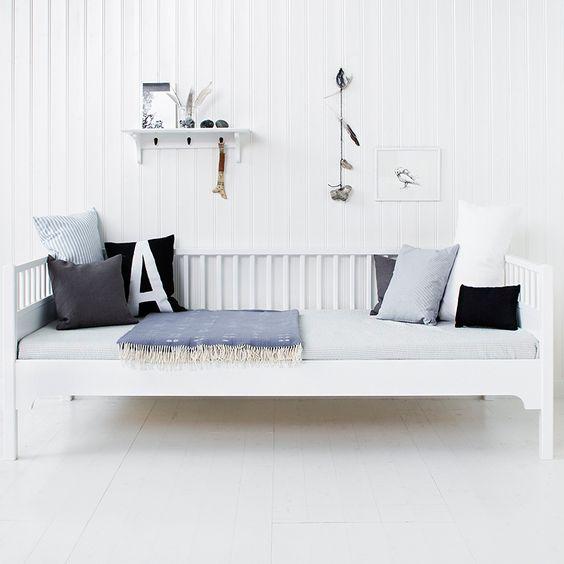 Children's rooms in white (furniture)