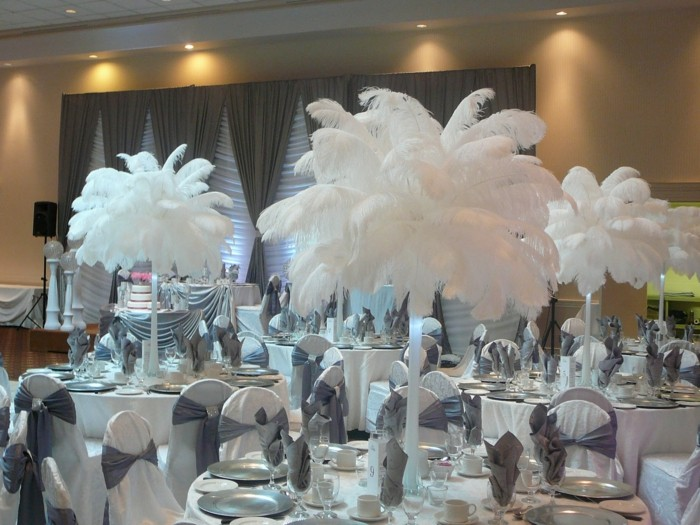 white center feathers wedding table ideas