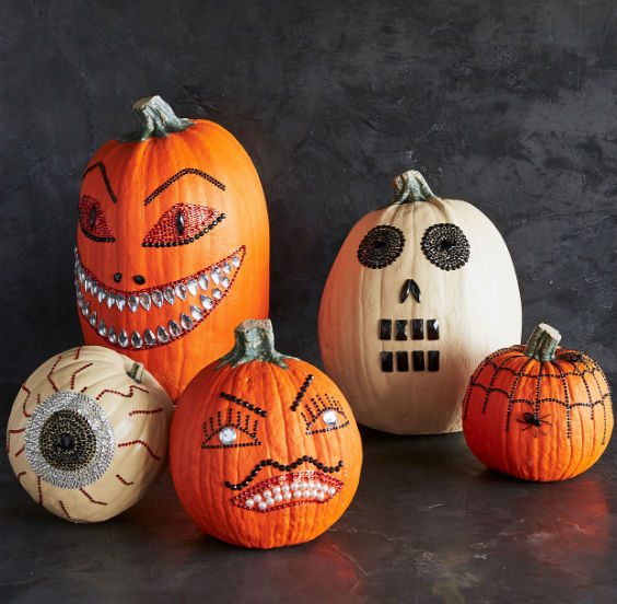 Decorate pumpkins Halloween 2019