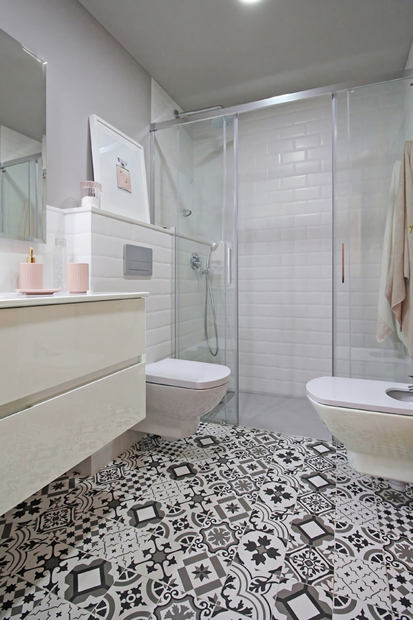 A small and modern bathroom