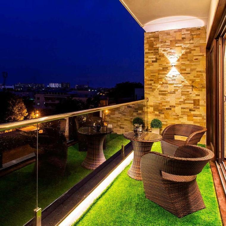 decorate small intimate balcony