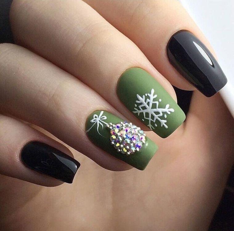 Green Christmas Nail Designs
