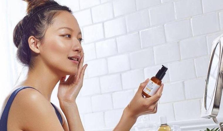 skin care exfoliating acid fights blemishes