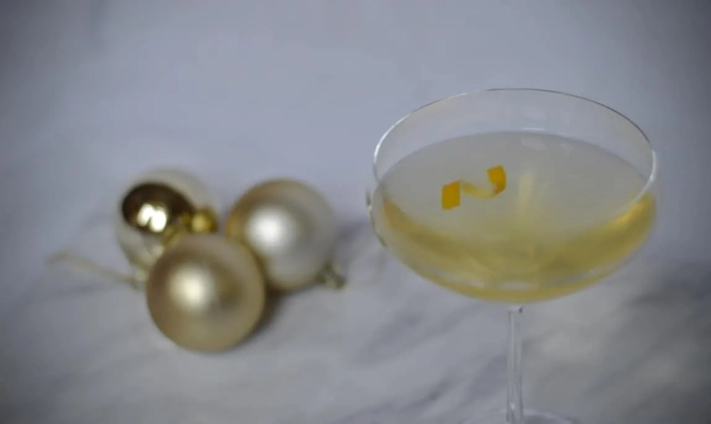 Prosecco cocktails - lemon and honey prosecco