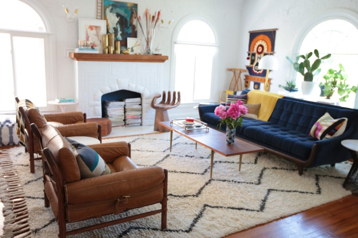 rug in living room cafe by eplus %e3%83%aa%e3%83%93%e3%83%b3%e3%82%b0%e3%83%ab%e3%83%bc%e3%83%a0%e3%82%ab%e3%83%95%e3%82%a7 love and a little tour of my the utter blog this is emily henderson s isn t it beautiful