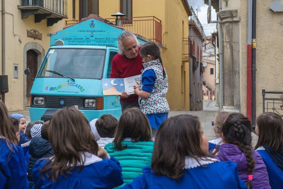 Antonio La Cava bringing the joy of reading to the children of Basilicata, Italy.
