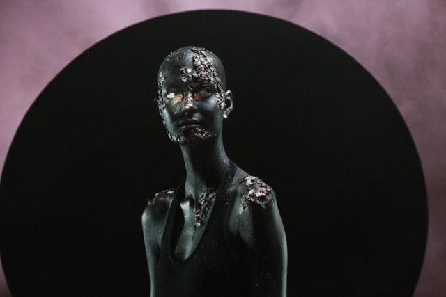 Model Yana Dobroliubova in Anna Radchenko's video Kokosmos.