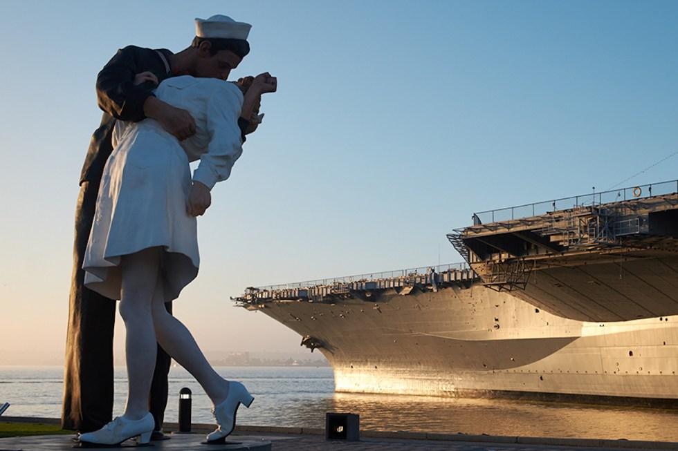 """""""Sailor kissing a nurse"""" statue in San Diego, California"""