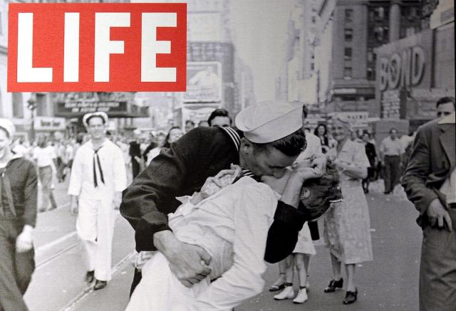 Iconic photograph of a sailor and nurse kissing on V-J Day in Times Square, New York