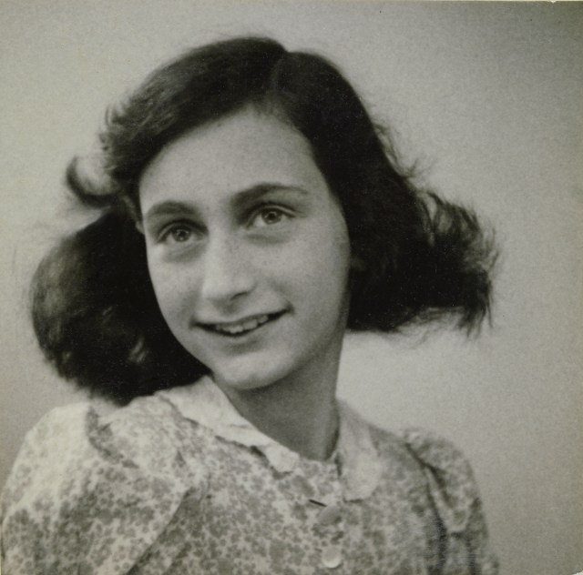 Passport photo Anne Frank