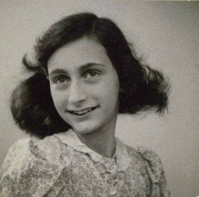 Passport photo Anne Frank