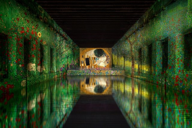 "Simulation of ""Klimt: gold and colour"" artwork, the Bassins de Lumières"