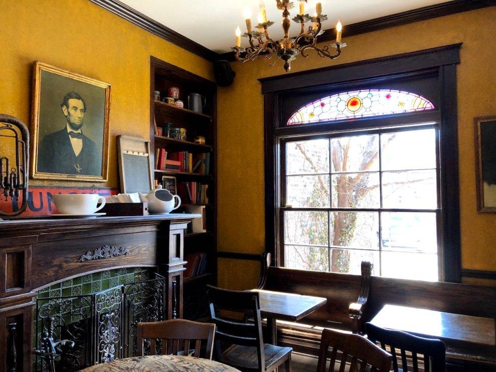 Bourgeois Pig café interior
