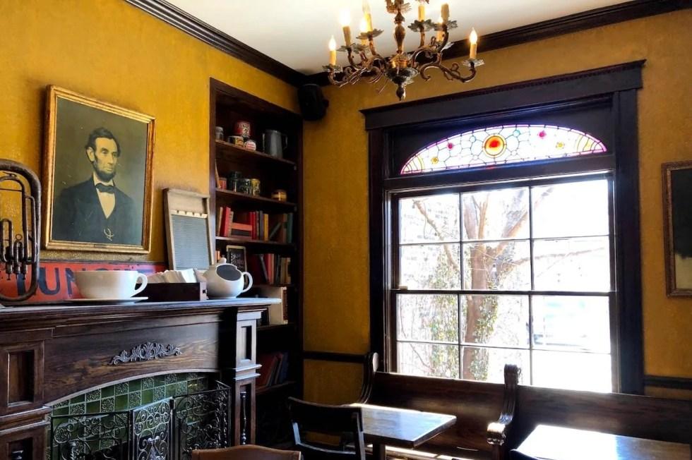 Bourgeois Pig Café