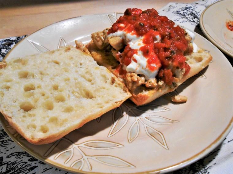 garlic, butter, chicken, salsa, artisan buns, parsley, sour cream, food, recipes, healthy eating