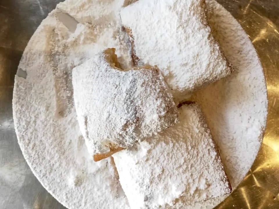 Beignet's covered in powdered sugar
