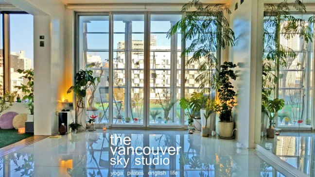 Hello! Are you visiting Osaka and looking for somewhere to get your yoga fix in English? Welcome to The VANCOUVER SKY STUDIO Osaka! We have yoga classes in English and Japanese for all ages and levels, and beginners are always welcome! Come enjoy refreshing yoga and feel a piece of beautiful Vancouver Canada in the heart of Osaka Japan!