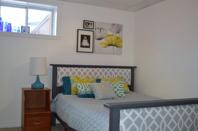 benjamin moore simply white bedroom with turquoise accents