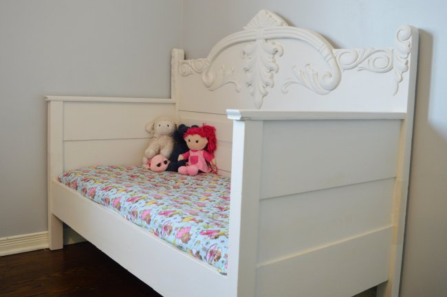 Chalk Painted Diy Toddler Daybed From An Antique 34 Bed The