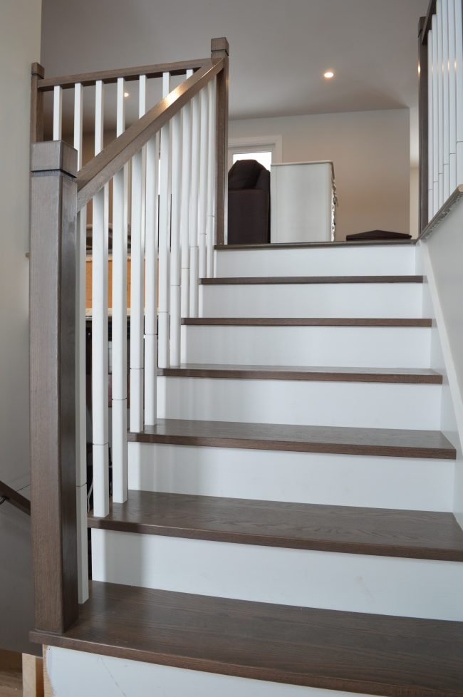 Dark wood handrail with square spindles