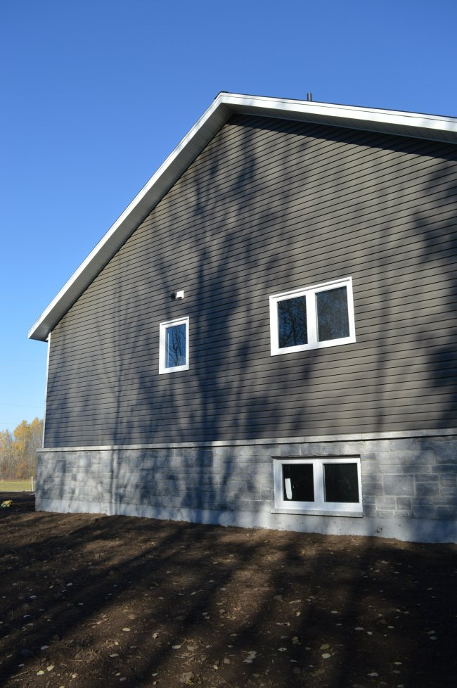 Week 25 Mitten Siding Parging And A Driveway The