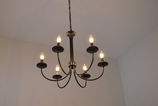 mudroom-chandelier