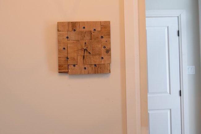 DIY barnboard clock with chalk dust eposy resin inlay
