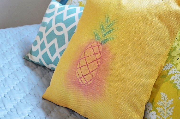 DIY-watercolor-pineapple-pillow-cover