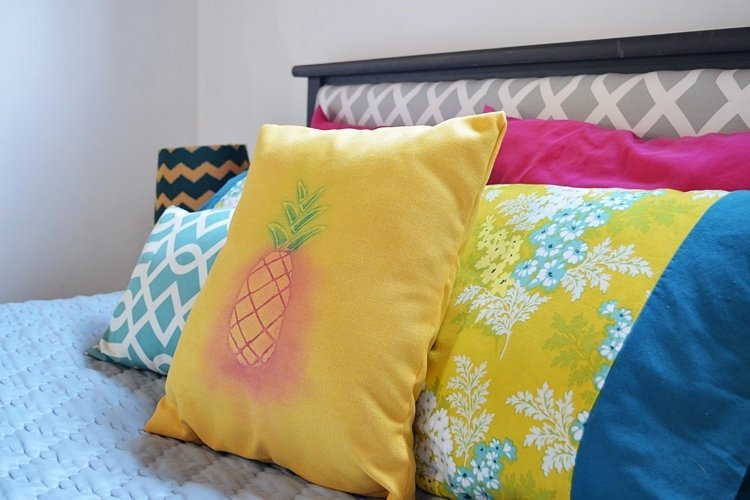 Watercolor-pineapple-pillow-cover