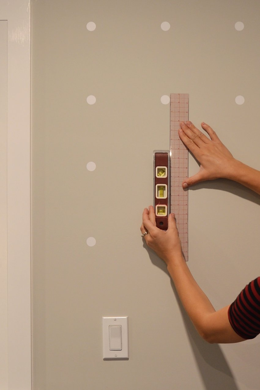 how to make a dot accent wall