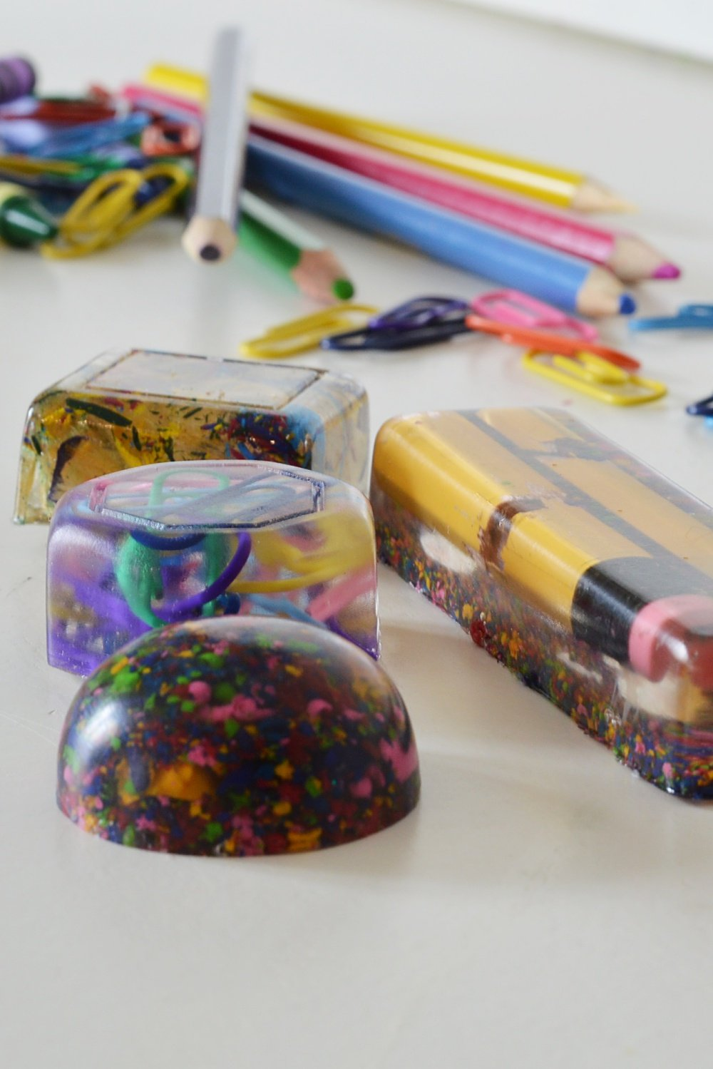 DIY end of year teacher gift using resin and school supplies