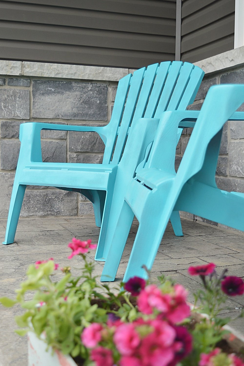 how to paint plastic chairs