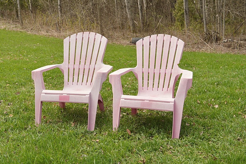 old plastic lawn chairs