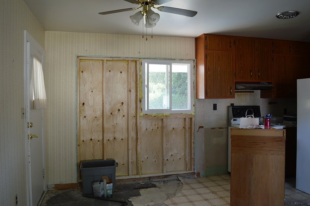 removing a wall between kitchen and dining room