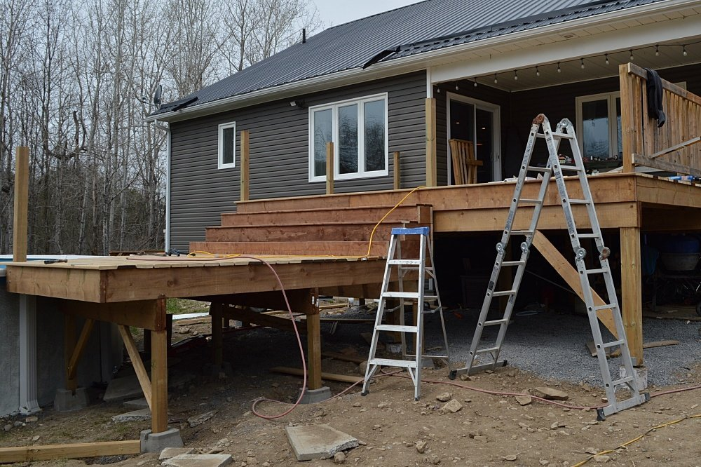 How to build deck railings and deck stairs