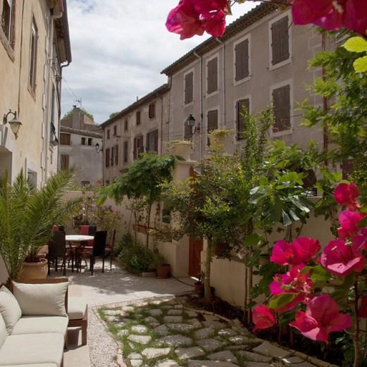 villa rental courtyard garden