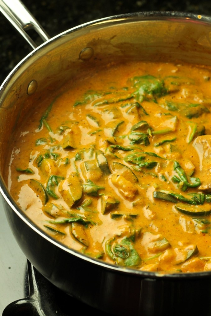 Creamy Chili Sauce with Zucchini, Spinach and Pasta - The