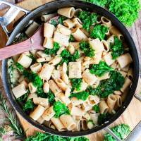 Garlicky White Beans & Greens Pasta