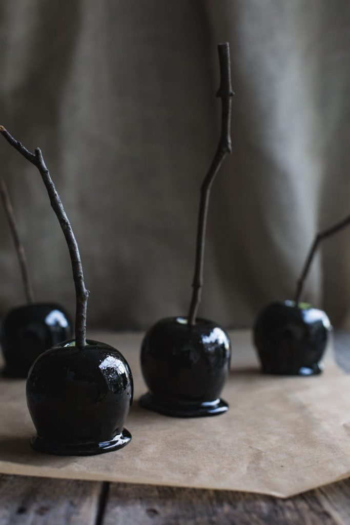 Black Toffee Apples 'Poison'