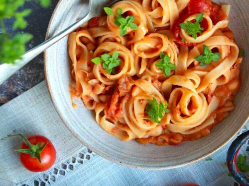 Creamy Cannellini and Tomato pasta in a bowl