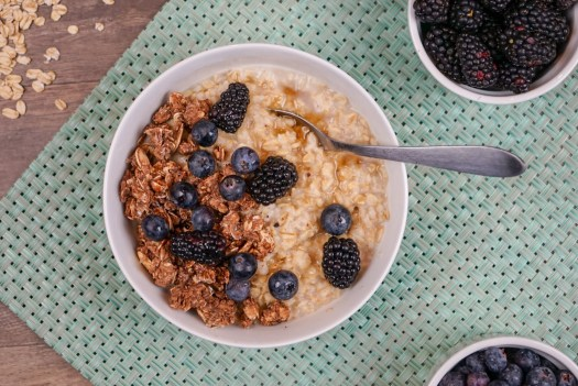 Simple Breakfast Oats with Fruit