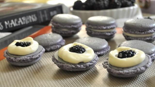 foto de Blackberry White Chocolate Macarons – theveggiefix