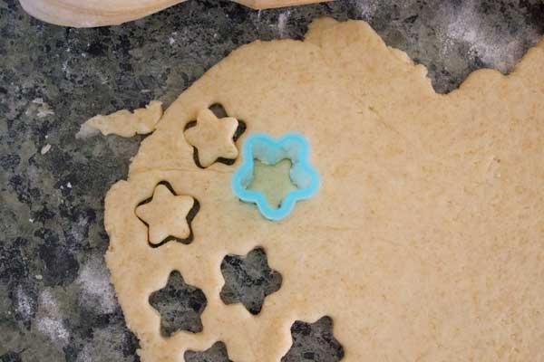 cheese-crackers-stars-cutout