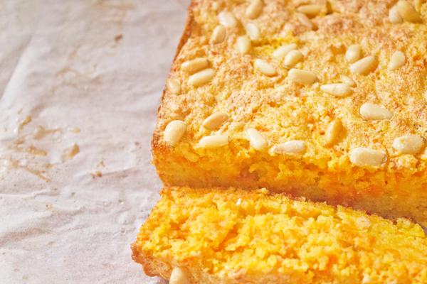 sa carrot cake top close