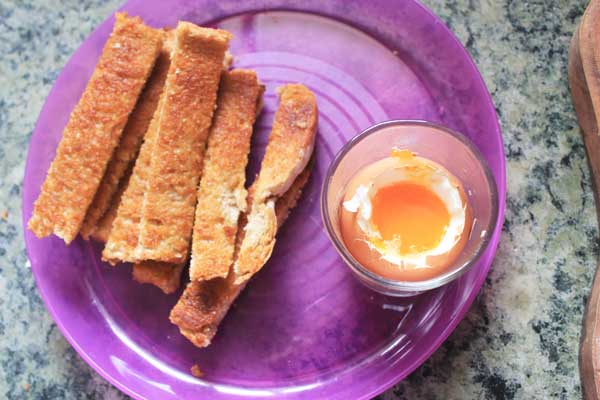 Kid food ideas / Breakfast: boiled eggs and soldiers | Veggie Mama