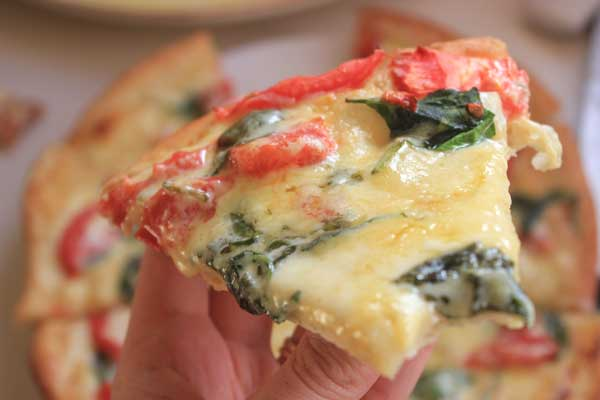 pizza with alfredo sauce