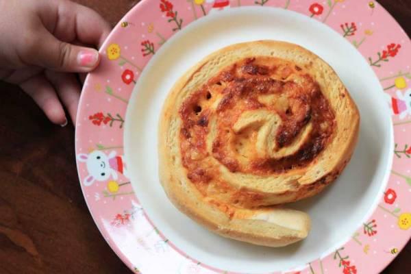 Hidden veggie pizza scrolls are a school lunchbox standard at Veggie Mama HQ!