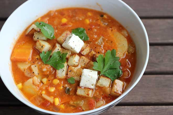 Red lentil veggie soup with roasted potato croutons - an easy winter warmer on theveggiemama.com