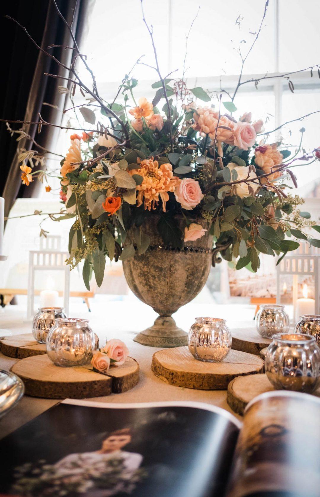 Beautiful peach wedding flowers